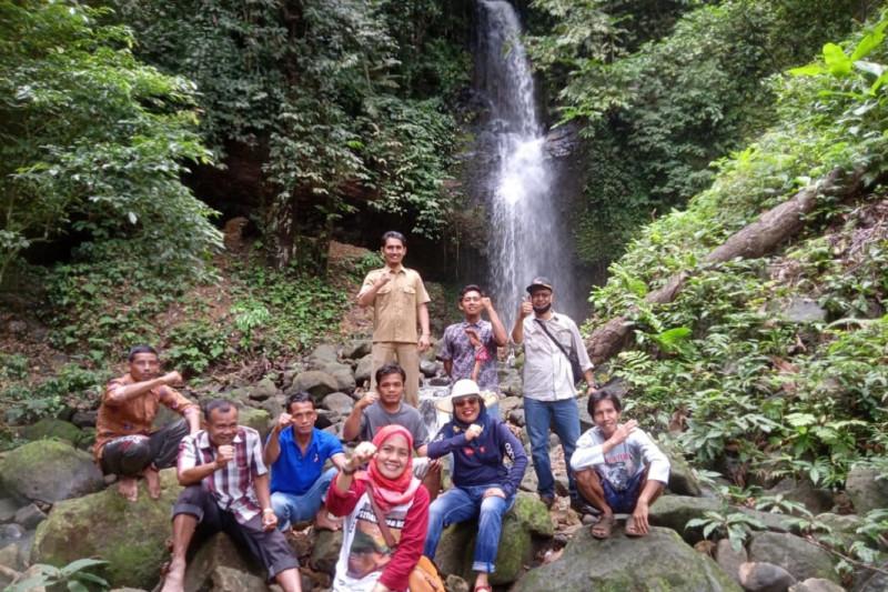 https: img.okezone.com content 2021 07 06 408 2436478 mengintip-potensi-wisata-menjanjikan-di-hutan-mukomuko-bengkulu-85NGltvepR.jpg