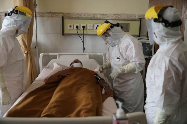 https: img.okezone.com content 2021 07 06 525 2436620 pasien-covid-19-melonjak-kabupaten-garut-kekurangan-tabung-oksigen-m2fNQjBNd0.jpg