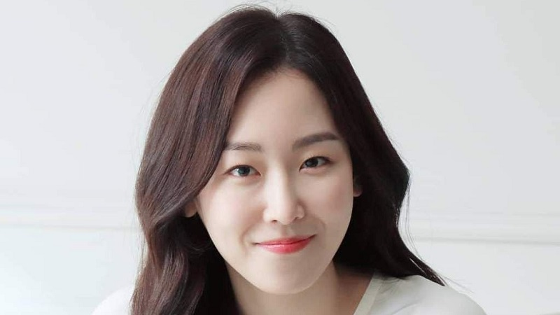 https: img.okezone.com content 2021 07 06 611 2436328 rahasia-cantik-seo-hyun-jin-bintang-drakor-you-are-my-spring-eqDorxDYeV.jpg