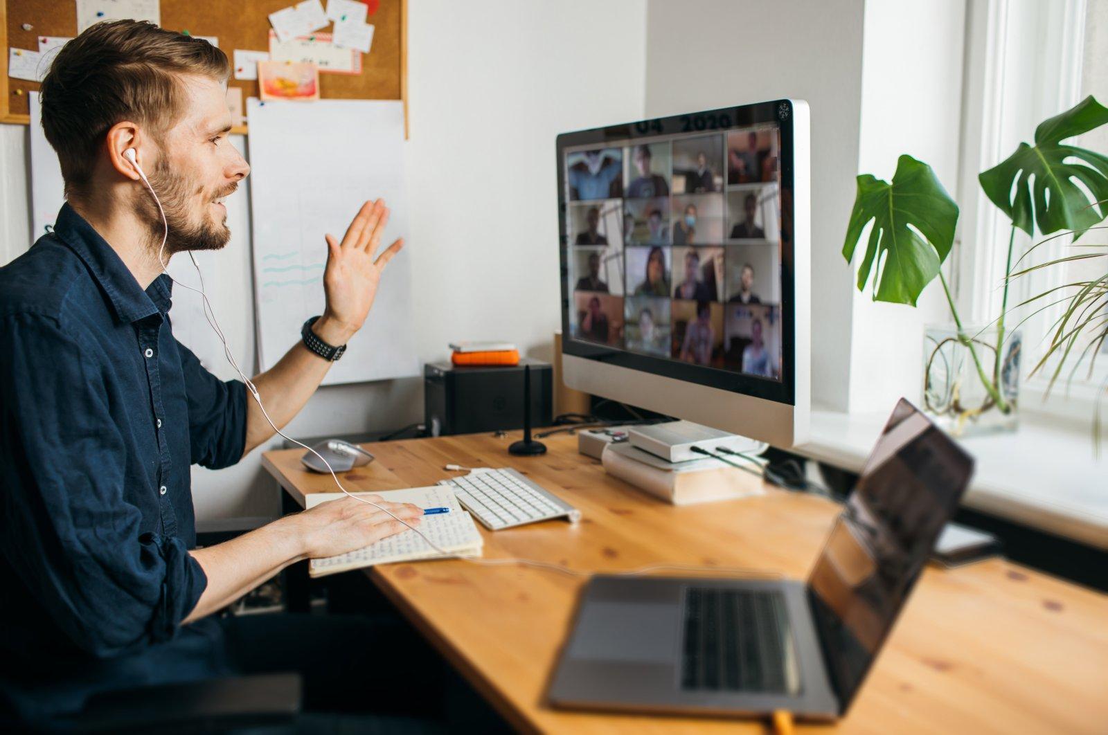 https: img.okezone.com content 2021 07 07 18 2436788 studi-terbaru-uji-coba-kerja-4-hari-seminggu-dengan-gaji-sama-sukses-luar-biasa-RwMB9nBHBh.jpg