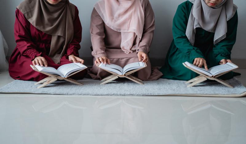 https: img.okezone.com content 2021 07 07 330 2436837 gadis-penghafal-al-quran-meninggal-dunia-saat-bacakan-surat-yunus-ayat-ke-4-tGDbWOzkps.jpg