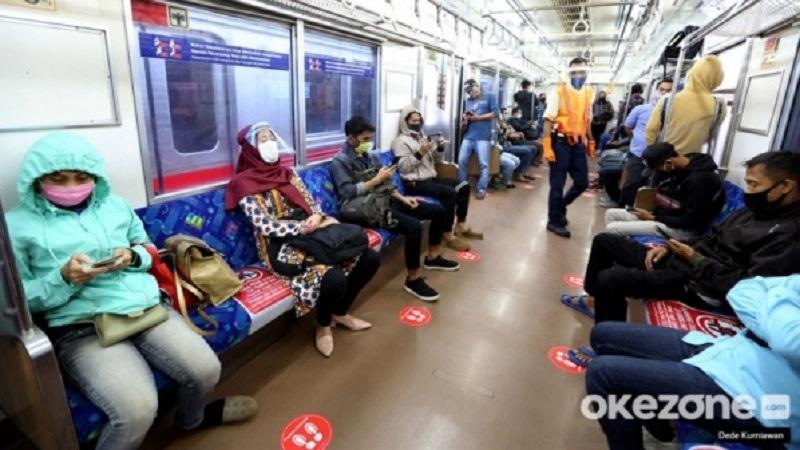 https: img.okezone.com content 2021 07 07 481 2436813 penumpang-transportasi-umum-dibatasi-70-persen-efektif-tekan-kasus-covid-19-FCBFG19o3A.jpg