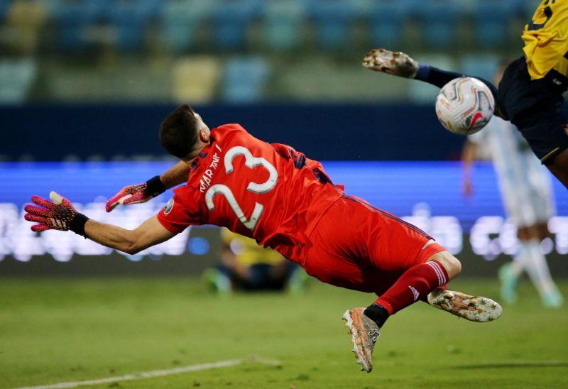 Tahan 3 Penalti Kolombia dan Bawa Argentina ke Final Copa ...