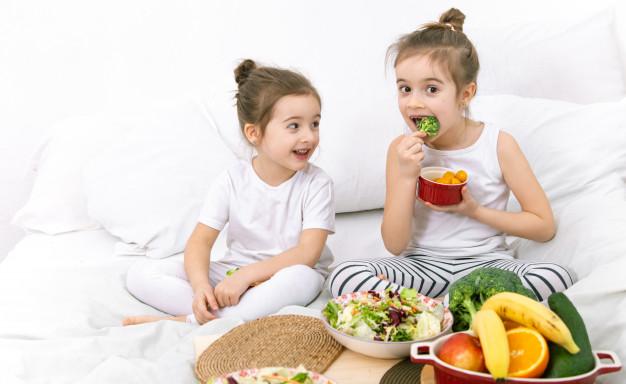 https: img.okezone.com content 2021 07 07 612 2437150 tumbuh-kembang-anak-tetap-harus-jadi-perhatian-orangtua-di-tengah-covid-19-Wi1dFESvld.jpg
