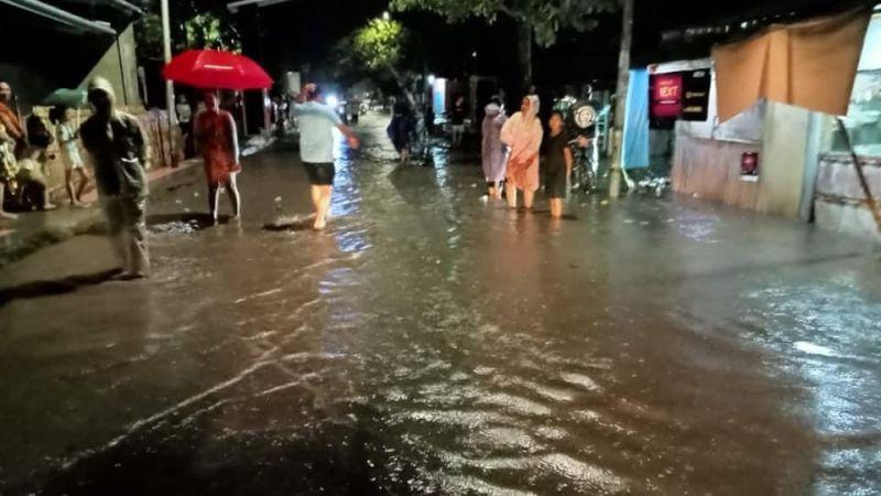 https: img.okezone.com content 2021 07 08 337 2437550 banjir-longsor-landa-3-kabupaten-di-sulsel-satu-orang-meninggal-YK963Oh1N3.jpg