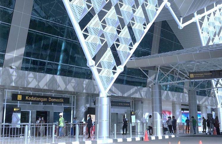https: img.okezone.com content 2021 07 08 406 2437301 47-penumpang-di-bandara-sam-ratulangi-positif-covid-19-hasil-tes-pcr-Wcg4isTLXg.JPG