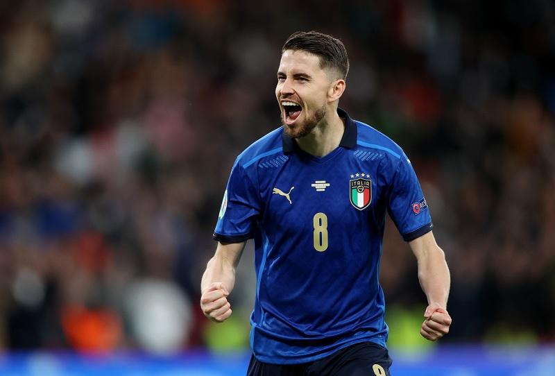 https: img.okezone.com content 2021 07 08 51 2437209 jika-italia-juara-piala-eropa-2020-sarri-jorginho-pantas-raih-ballon-dor-B6ZKVrmlbE.jpg
