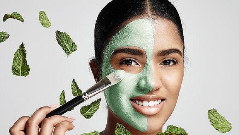 https: img.okezone.com content 2021 07 08 611 2437487 beautypedia-hilangkan-jerawat-dan-kulit-kusam-dengan-masker-diy-yuk-OoYXszvwF0.jpg