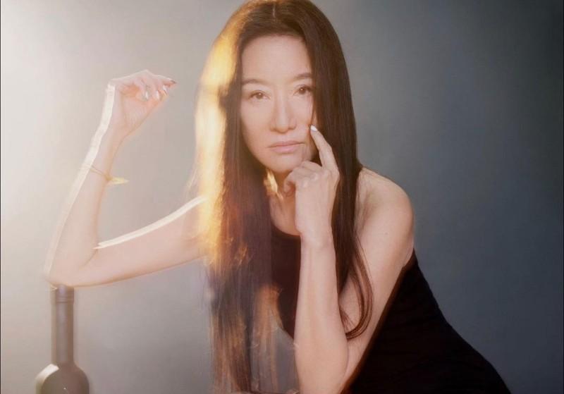 https: img.okezone.com content 2021 07 08 612 2437204 umur-72-tahun-masih-cantik-netizen-penasaran-dengan-rahasia-awet-muda-vera-wang-JERbfcgzLl.jpg