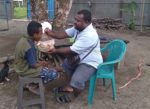 https: img.okezone.com content 2021 07 08 612 2437307 viral-tukang-ojek-bangun-panti-rehabilitasi-anak-anak-pecandu-lem-dan-narkoba-gz88ZQQ5G2.jpg