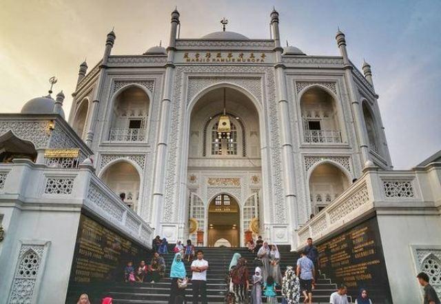 https: img.okezone.com content 2021 07 08 615 2437582 5-keistimewaan-masjid-ramlie-musofa-hingga-dijuluki-taj-mahal-jakarta-hVc2jXgfLY.jpg