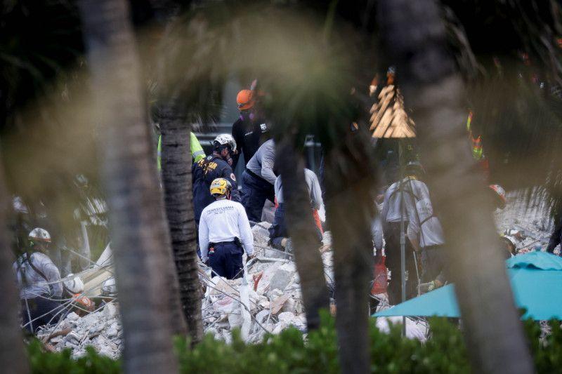 https: img.okezone.com content 2021 07 09 18 2437993 korban-meninggal-gedung-runtuh-di-florida-jadi-64-orang-yppZpbWO5O.jpg