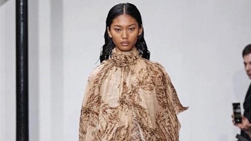 https: img.okezone.com content 2021 07 09 194 2438390 tembus-runway-paris-fashion-week-begini-tampilan-model-brebes-devita-ravani-c8TFEsV1R7.jpg