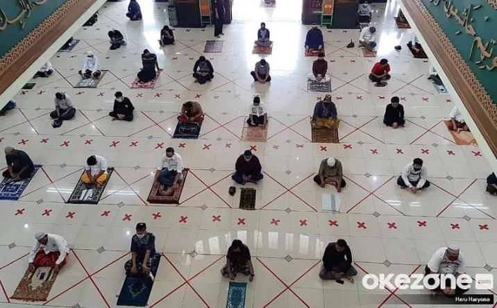 https: img.okezone.com content 2021 07 09 330 2438127 sholat-jumat-di-rumah-pengganti-di-masjid-apakah-dapat-dilakukan-n3hA9EwW1c.jpg