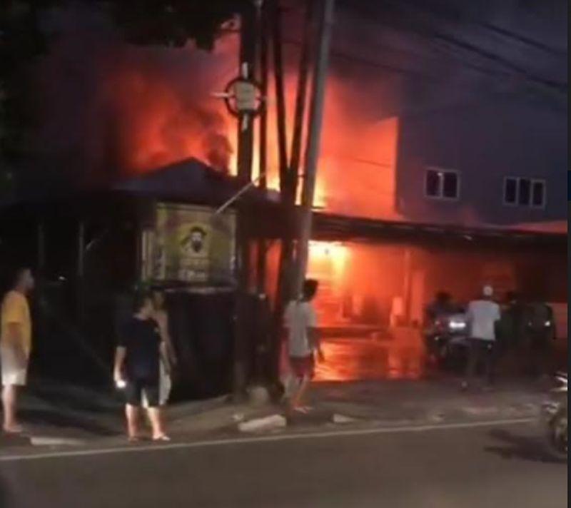 https: img.okezone.com content 2021 07 09 338 2438330 kebakaran-melanda-bengkel-di-duren-tiga-jaksel-4JpxNyXfRJ.jpg