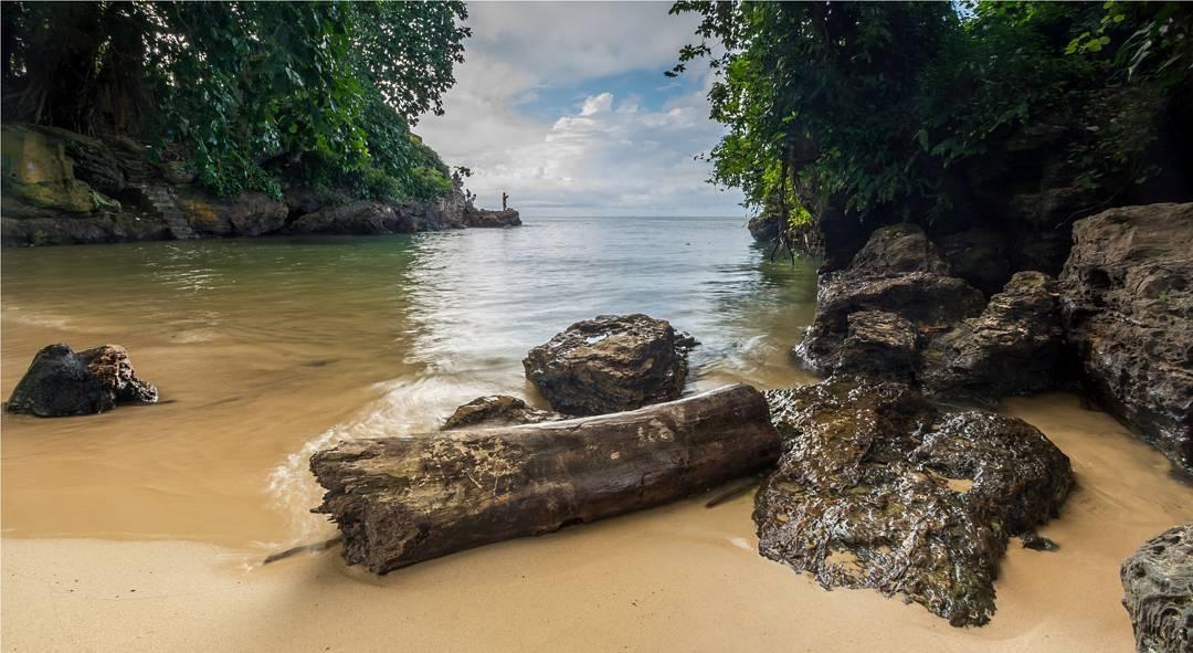 https: img.okezone.com content 2021 07 09 408 2438155 pesona-pantai-banua-patra-wisata-eksotis-di-balikpapan-yang-menyimpan-cerita-mistis-CkxidVEVUh.jpg