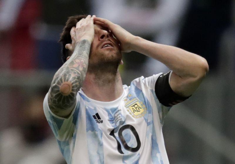 https: img.okezone.com content 2021 07 09 51 2438165 argentina-kalah-di-final-copa-america-2021-lionel-messi-resmi-pensiun-DR8PuOoHUQ.jpg
