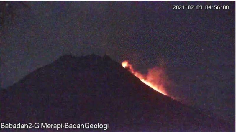 https: img.okezone.com content 2021 07 09 510 2437995 gunung-merapi-luncurkan-awan-panas-guguran-hingga-1-1-kilometer-eykDsx4NVQ.jpg