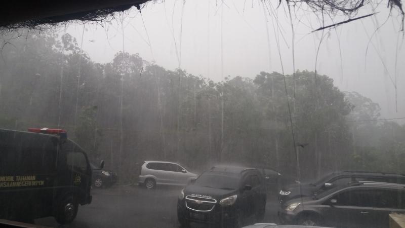 https: img.okezone.com content 2021 07 10 338 2438520 cuaca-hari-ini-kepulauan-seribu-dan-sekitarnya-hujan-sedang-hingga-lebat-suDdMSAhb1.jpg