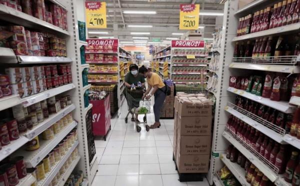 https: img.okezone.com content 2021 07 11 320 2438812 supermarket-diserbu-jelang-ppkm-darurat-masyarakat-borong-stok-makanan-xrc7ioSzUE.jpg