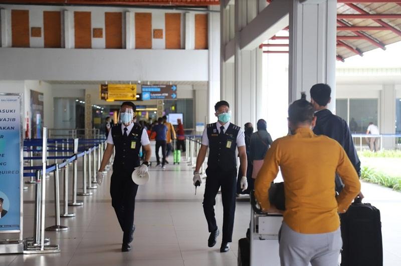https: img.okezone.com content 2021 07 11 320 2438953 kasus-covid-19-meningkat-wni-dilarang-masuk-ke-singapura-r2mIDlkQ6l.jpg
