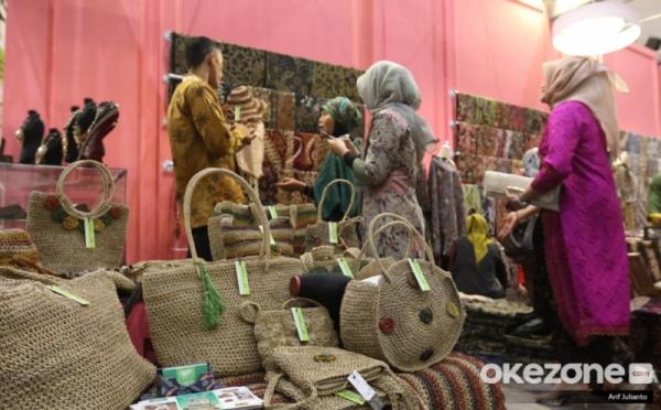https: img.okezone.com content 2021 07 11 320 2438978 pakai-produk-lokal-jadi-kekuatan-untuk-ekonomi-indonesia-Lc37bFuieS.jpg
