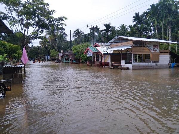 https: img.okezone.com content 2021 07 11 337 2438972 262-rumah-di-aceh-jaya-terendam-banjir-452-jiwa-terdampak-1tfNjiPxUW.jpg