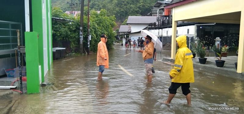 https: img.okezone.com content 2021 07 11 340 2438862 banjir-di-aceh-besar-berangsur-surut-sebagian-warga-telah-kembali-ke-rumah-6VkPhBKCBI.jpeg