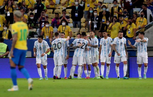 https: img.okezone.com content 2021 07 11 51 2438827 final-copa-america-2021-argentina-ungguli-brasil-di-babak-pertama-yGjzhB83PG.JPG