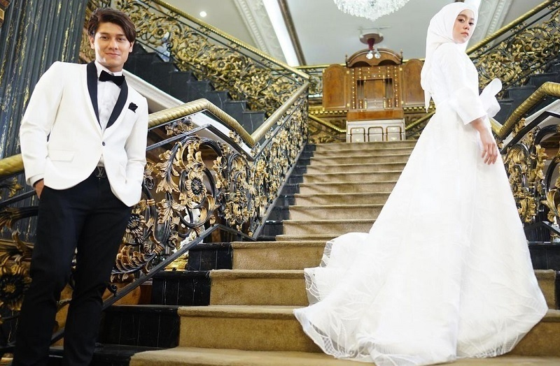 https: img.okezone.com content 2021 07 12 33 2439304 pernikahan-rizky-billar-dan-lesti-andryani-ditunda-imbas-ppkm-darurat-VcK0qiraBT.jpg