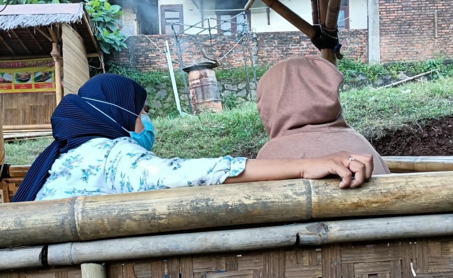 https: img.okezone.com content 2021 07 12 338 2439575 gadis-abg-jalan-sempoyongan-lalu-pingsan-mengaku-dicecoki-miras-dan-diperkosa-bergilir-IX6GwVCtOs.jpg