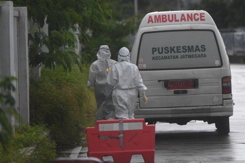 https: img.okezone.com content 2021 07 12 338 2439636 ambulans-pembawa-jenazah-covid-19-berdatangan-hingga-malam-ke-tpu-pedurenan-bekasi-paHTdPftgt.jpg