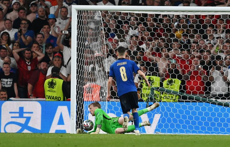 https: img.okezone.com content 2021 07 12 51 2439174 jorginho-gagal-penalti-lionel-messi-resmi-raih-trofi-ballon-dor-2021-3Zn8CDcscq.jpg