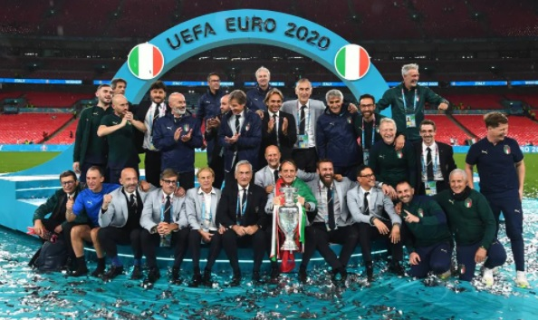 https: img.okezone.com content 2021 07 12 51 2439177 bawa-timnas-italia-juara-piala-eropa-2020-ini-komentar-roberto-mancini-hbuMI77OMu.jpg