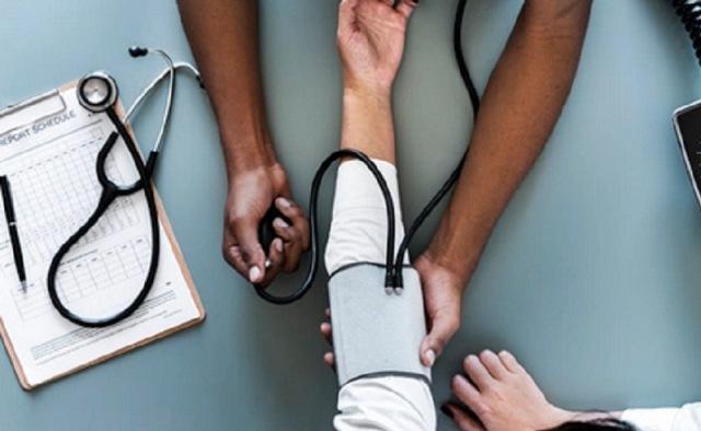 https: img.okezone.com content 2021 07 12 616 2439580 hipertensi-bikin-komplikasi-kesehatan-segera-atasi-pakai-resep-herbal-ustaz-zaidul-akbar-OPYmYPCUQv.jpg