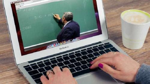 https: img.okezone.com content 2021 07 12 65 2439487 tahun-ajaran-baru-siswa-ini-cari-sinyal-di-sungai-untuk-belajar-daring-cYRcPo7wbZ.jpg