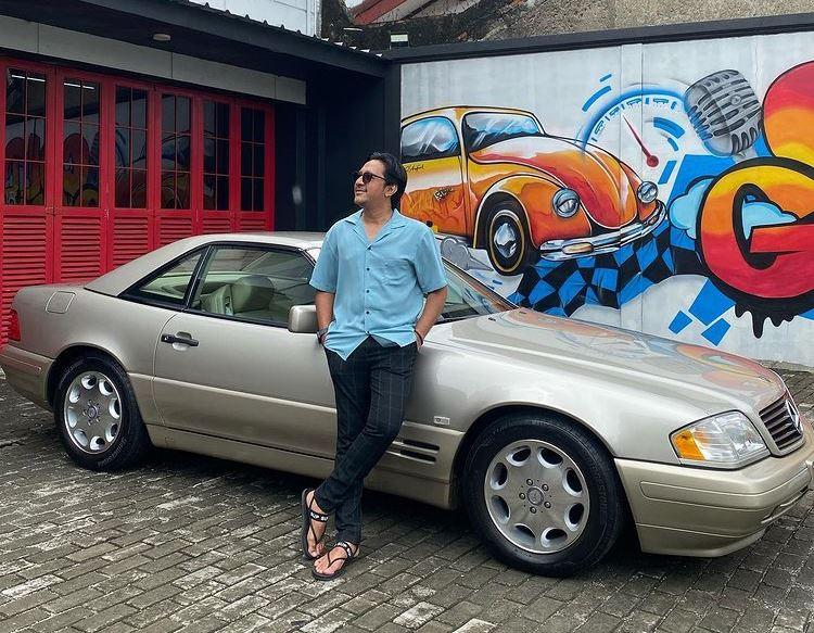 https: img.okezone.com content 2021 07 12 86 2439268 5-artis-pencinta-mobil-klasik-tahun-90-an-gading-marten-hingga-andre-taulany-Btx6Zcwkrn.jpg