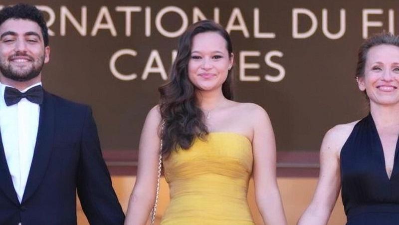 https: img.okezone.com content 2021 07 13 194 2439776 wakili-indonesia-melati-wijsen-cantik-bergaun-kuning-di-festival-film-cannes-2021-8yJb1LHzwY.jpg