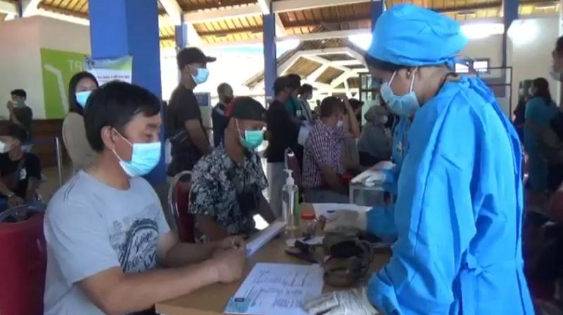 https: img.okezone.com content 2021 07 13 244 2439755 pertama-di-indonesia-terminal-mengwi-dilengkapi-fasilitas-vaksin-centre-VJkhQy7wem.jpg