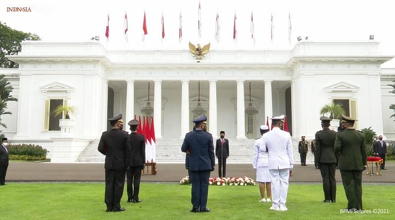 https: img.okezone.com content 2021 07 13 337 2439761 presiden-jokowi-lantik-700-perwira-tni-polri-secara-virtual-QBGYiDjwhZ.jpg