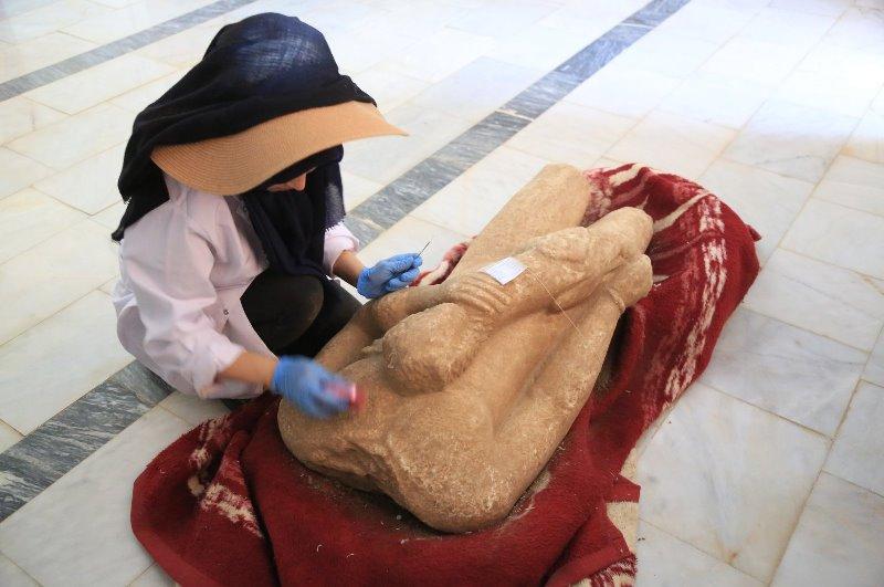 https: img.okezone.com content 2021 07 13 406 2439925 patung-telanjang-berusia-2-5000-tahun-ditemukan-begini-penampakannya-wd2AxdCeop.jpg