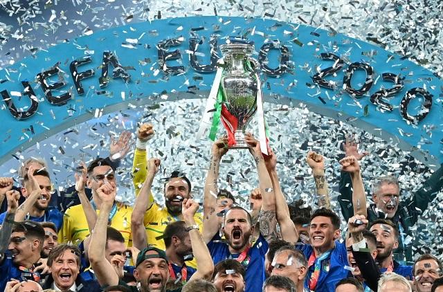 https: img.okezone.com content 2021 07 13 51 2439665 pantang-menyerah-jadi-kunci-sukses-timnas-italia-kalahkan-inggris-di-final-piala-eropa-2020-kETUpOUduu.jpg