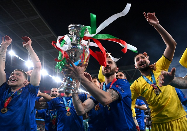 https: img.okezone.com content 2021 07 13 51 2439671 timnas-italia-memang-layak-juara-piala-eropa-2020-CaO644PwRA.jpg