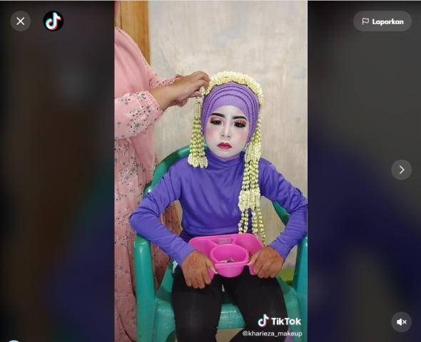 https: img.okezone.com content 2021 07 13 612 2440189 viral-wanita-di-makeup-terlalu-putih-netizen-pun-kasihan-RCVeoiNc7U.jpg