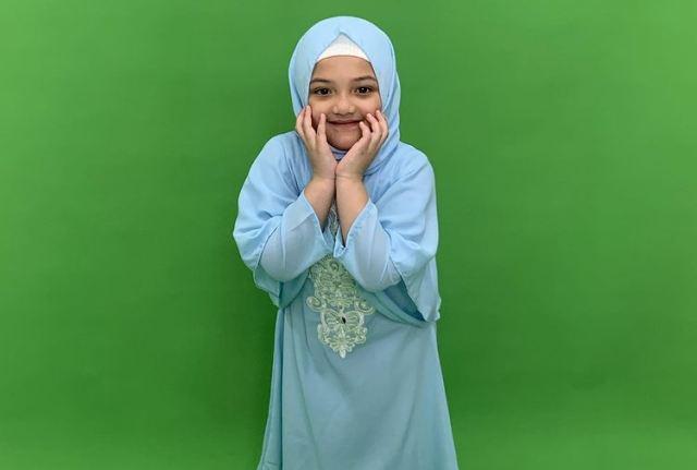 https: img.okezone.com content 2021 07 13 617 2439951 5-gaya-arsy-hermansyah-makin-cantik-kenakan-hijab-bikin-tambah-gemes-POfSzqgnXT.jpg