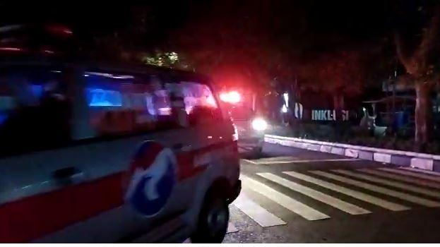 https: img.okezone.com content 2021 07 14 525 2440725 bantu-mobilisasi-pasien-covid-19-di-bandung-perindo-terjunkan-sejumlah-ambulans-1og6EtZATw.JPG