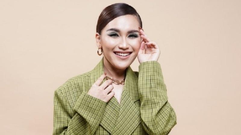 https: img.okezone.com content 2021 07 14 611 2440524 ayu-ting-ting-masuk-nominasi-wanita-tercantik-di-dunia-2021-netizen-depok-pride-ffqUnpoTgH.jpg