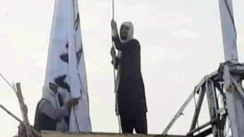 https: img.okezone.com content 2021 07 15 18 2441123 taliban-kibarkan-bendera-di-perbatasan-afghanistan-pakistan-klaim-kuasai-wilayah-G9Qg46EFwd.jpg