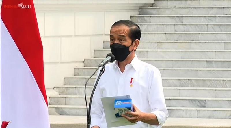 https: img.okezone.com content 2021 07 15 337 2440939 presiden-jokowi-luncurkan-3-paket-obat-untuk-pasien-isoman-covid-19-di-jawa-dan-bali-9scEGLQ9iZ.jpg