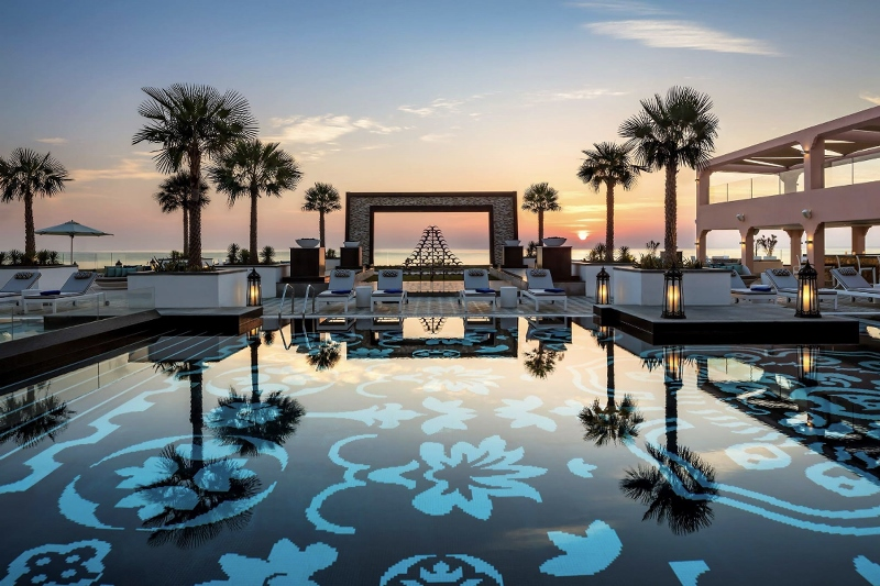 https: img.okezone.com content 2021 07 15 408 2441113 super-mewah-ini-6-tempat-staycation-terbaik-di-uni-emirat-arab-JXDFcl3ua3.jpg